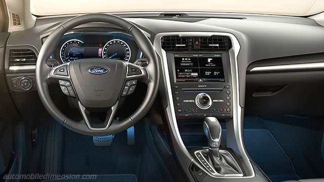 Ford Mondeo SportBreak 2015 dashboard