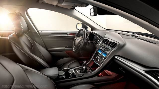 Ford Mondeo SportBreak 2015 interieur