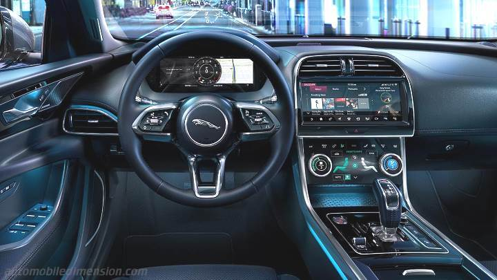 Jaguar XE 2019 dashboard