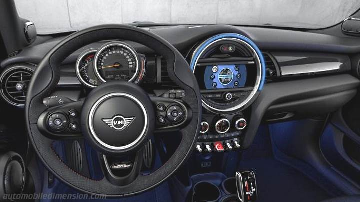 MINI 5-door 2018 dashboard