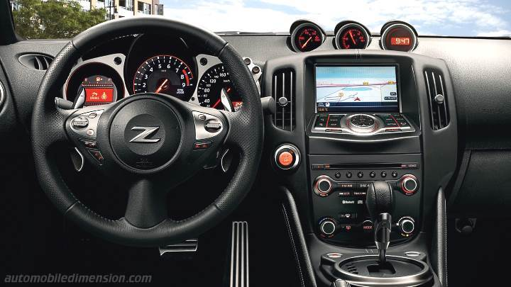 Nissan 370Z 2015 dashboard