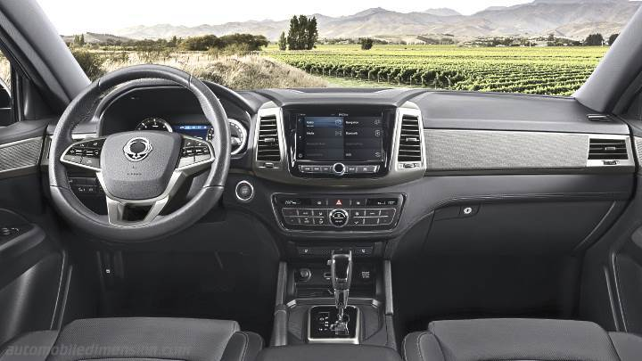 SsangYong Musso 2018 dashboard