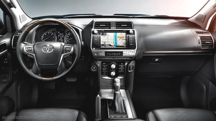 Toyota Land Cruiser 3p 2018 dashboard