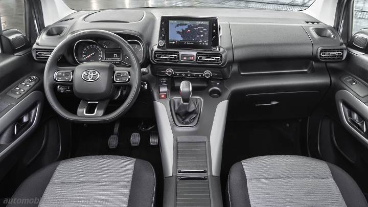 Toyota Proace City Verso Long 2020 dashboard