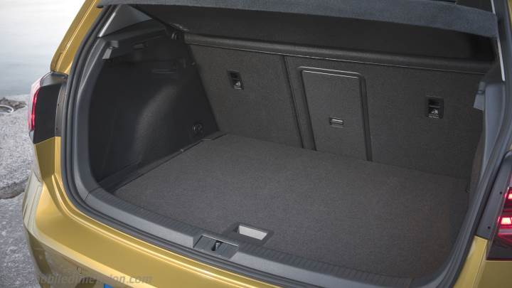 Volkswagen golf 2017 dimensions boot space and interior for Interior golf 2017